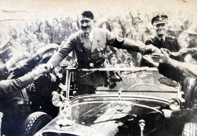 Hitler se bál, že by mu manželství snížilo popularitu.