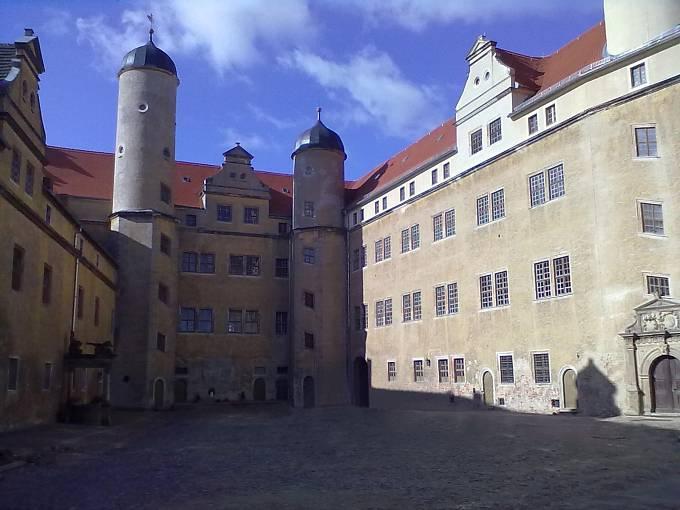 Lichtenburg byl nacistický koncentrační tábor, byl zřízen v renesančním zámku v Prettině. Johanna Langefeld zde působila od 1. března 1938  jako Aufseherin.