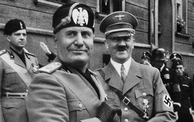 Italský diktátor Mussolini žil v bigamii.