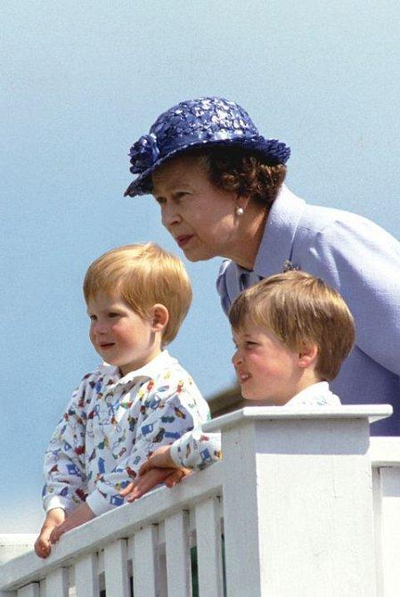 Chvíle, kdy byla královna Alžběta obyčejnou babičkou, byly vzácné.