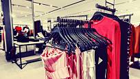Na oblečení se zachycují nejen bakterie jako streptokoky a stafylokoky, ale také zárodky infekčních a parazitárních chorob z fekálií