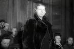 Alice Orlowski jako obžalovaná u soudního procesu Osvětim v Krakowě.