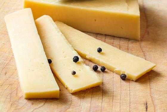 Záleží na kvalitě sýru a síle plátků.