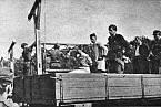 Před popravou válečných zločinců z koncentračního tábora Stutthof na kopci Biskupia Gorka.