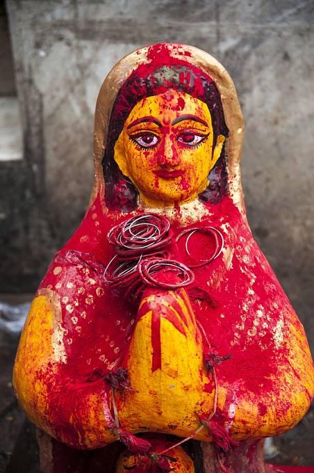 Soška bohyně Satí na ulici v Kalkatě