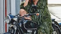 Cindy Crawford v nejnovější kampani pro singapurský magazín