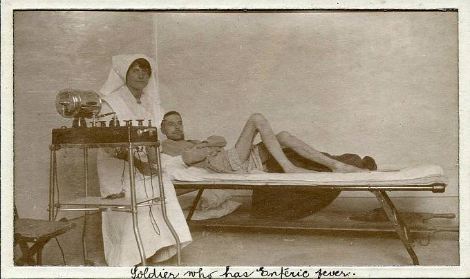 V průběhu 1. světové války mnoho vojáků onemocnělo břišním tyfem.
