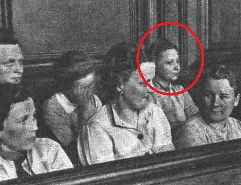 Jenny-Wanda Barkmann u soudního tribunálu s ostatními dozorkyněmi ze Stutthofu