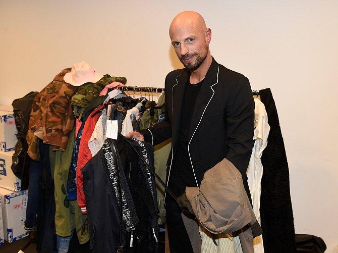 Podle Filipa Vaňka dávají Češi v oblékání přednost funkčnosti a pohodlí.