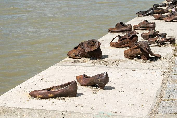 Boty se nerozlišovaly na levou a pravou.