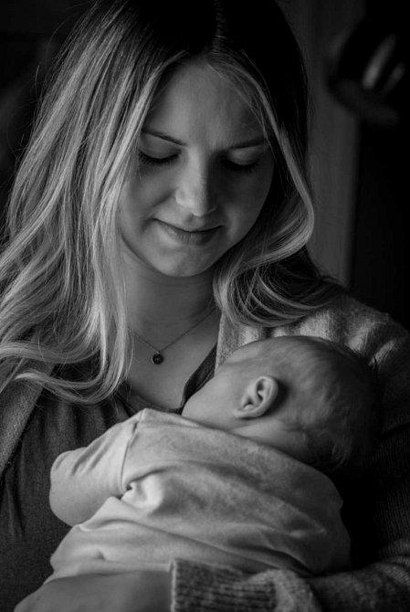 Mackenzie sdílela zkušenost s náhradním mateřstvím.