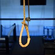 Místo rychlého škubnutí a zlomení krční páteře umírali zločinci pomalu udušením.
