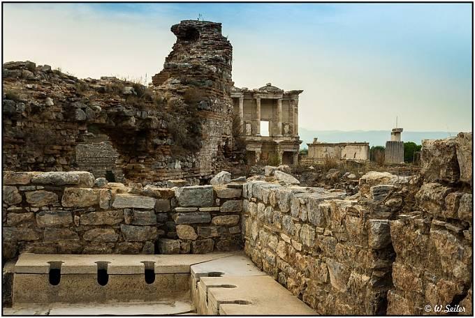 Starověké veřejné záchodky.