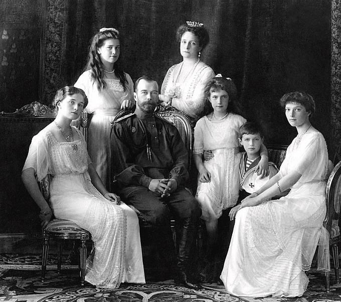 Mikuláš II. byl i s celou svou rodinou zavražděn bolševiky.