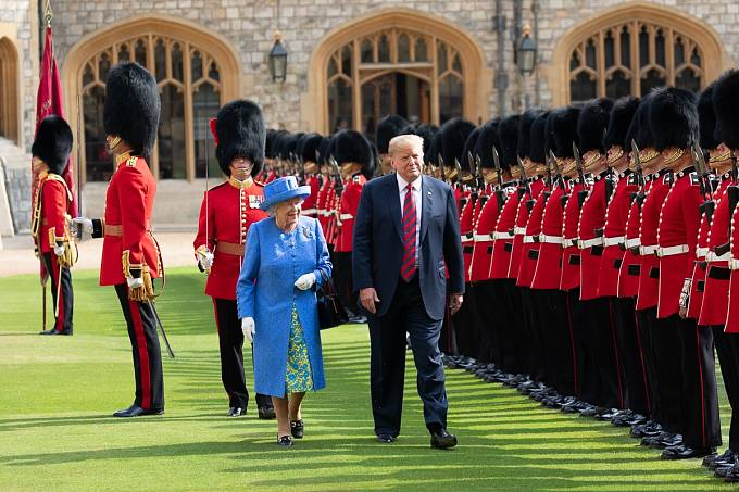 Královna Alžběta II a americký prezident Donald Trump