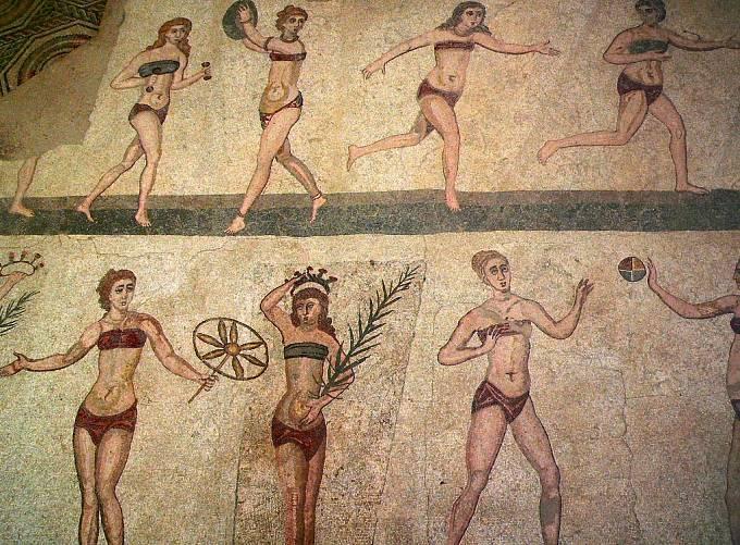 Spodní prádlo bylo v antickém Římě pouze výsadou žen, šlo o druh oděvu, který se nazýval mamillare.