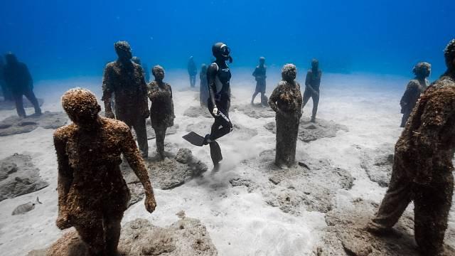 Projekt umělce a přírodovědce Jasona de Cairese Taylora se snaží vytvořit velký umělý útes tvořený sadou plastik z betonu
