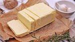 Máslo můžete zvolit klasické, ale i přepuštěné. To si mohou dát i alergici.