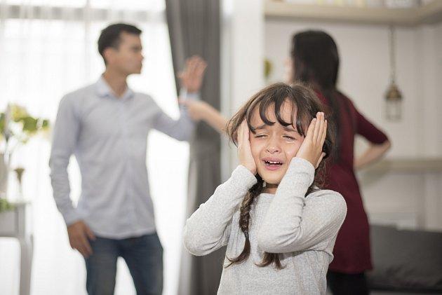 Po šílené hádce odešla a dceru nechala u přítele.