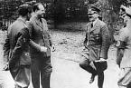Hitler projevoval humor jen vzácně. Fotografův vtip by asi nepochopil.