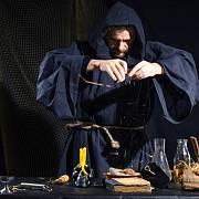 Středověké lékařství využívalo kromě bylin i prapodivné ingredience.