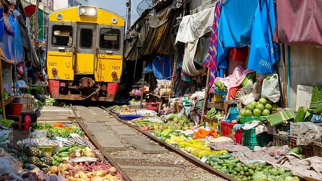 80 km jihozápadně od centra Bankoku se nachází trh Maeklong