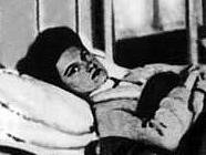 Mary Mallonová známá jako Tyfová Mary. Její žlučník byl plný živých bakterií tyfu.