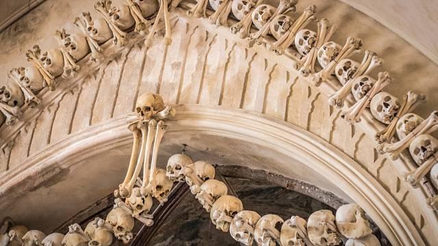 Po morové ráně roku 1318 bylo na místním hřbitově pochováno přes 30 tisíc zesnulých