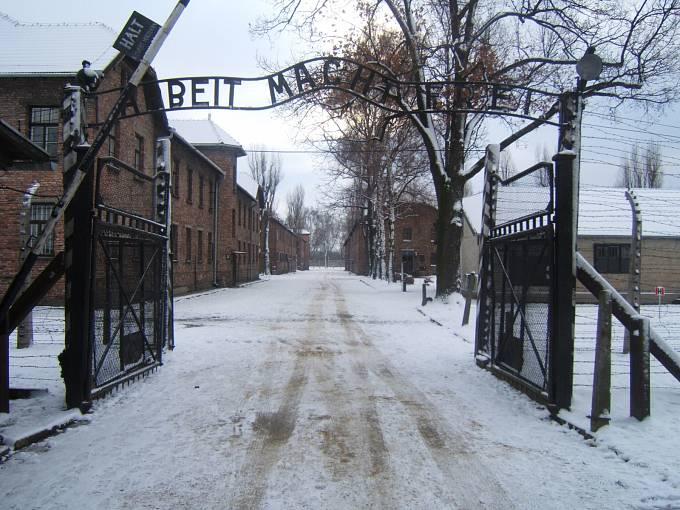 Nacistický koncentrační tábor Auschwitz I u města Osvětim. Do Osvětimi byla Johanna Langefeld převelena 23. března 1942.