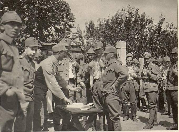 Očkování vojáků proti choleře.