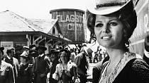 Její kariéra začala na Filmovém festivalu v Benátkách, kam dorazila jako vítězka soutěže krásy.