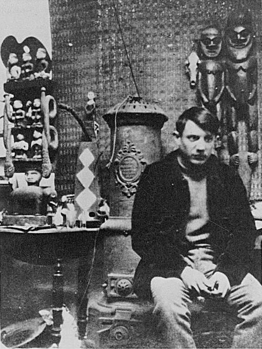 Pablo Picasso ve svém ateliéru na Montmartre.