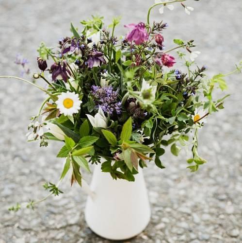 Takováhle může být jedna z kytic, kterou dostane maminka v rámci jarního předplatného u farmy Kytky od potoka.