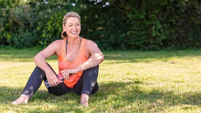 Pokud se člověk už od středního věku dostatečně hýbe, bude ve vyšším věku mnohem zdravější ve srovnání se stejně disponovanými jedinci