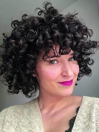 Po roce a půl s CGM. Vlasy mi začaly rychle růst, mám je už dvakrát ostříhané.