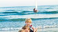 S manželem a syny žijí ve Španělsku.
