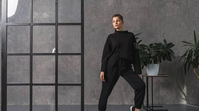Podzimní kolekce módních značek se soustředí na pohodlné oblečení