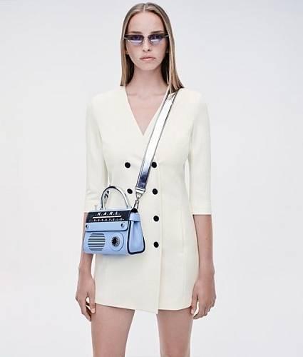 Barevné popruhy, Karl Lagerfeld