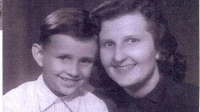 Helena Šidáková se synem po propuštění