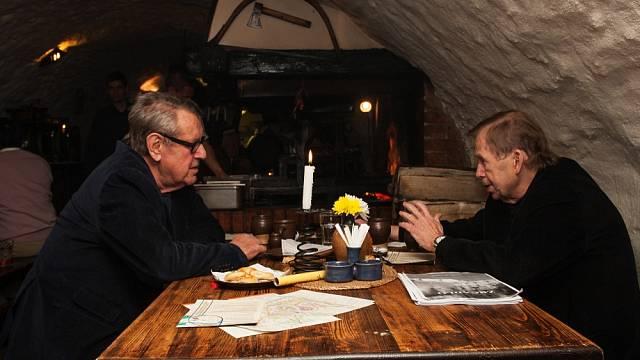 Václav Havel v restauraci s Milošem Formanem