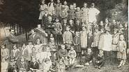 školní děti v Konrádově - 1930s