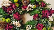 Věnec z látkové hortenzie s kaštany, bukových listí a túje, Ladies & Flowers, 590 Kč