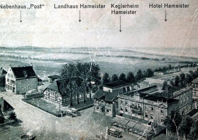 Tady byla rodina M.Antošové ubytovaná na podzim 1938, kdy byli němečtí obyvatelé z Železné Rudy přechodně vystěhování kvůli možnému vojenskému konfliktu během obsazování Sudet