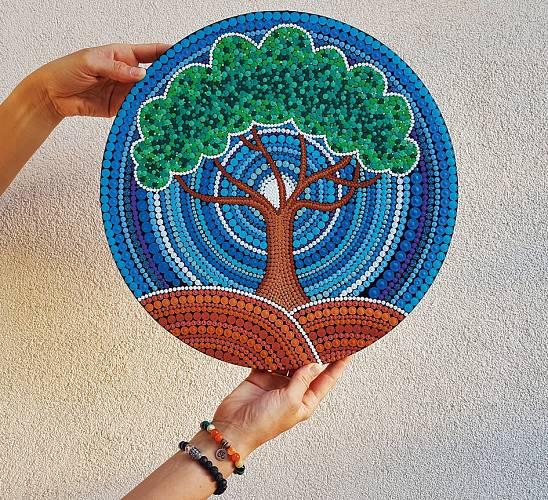Strom je symbolem života a růstu.
