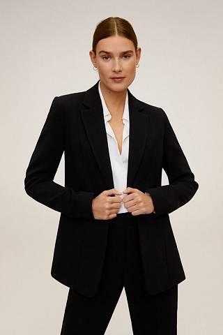 Černé sako v pánském stylu v ženském podání
