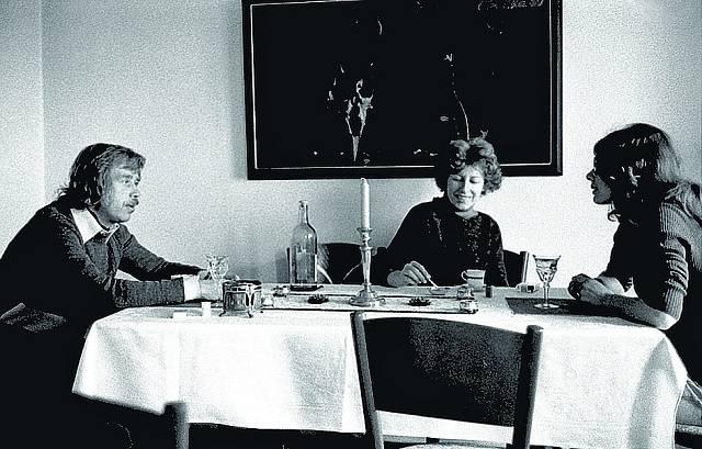 S manželi Havlovými, Olga uprostřed (1977).