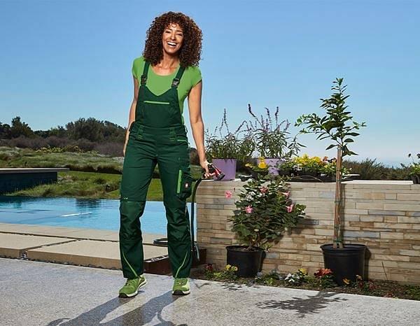 Tyhle kalhoty jsou jak pro profesionálku, která tráví v zahradách celé dny.