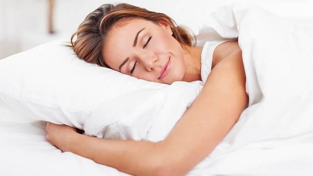 Před spaním zívejte, pomůže vám to usnout