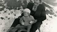 Lea Skácelová s tatínkem v roce 1943
