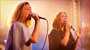 Zpívá ve skupině Báry Polákové (na snímku v Show Jana Krause).